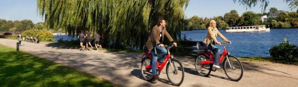 An der Alster mit dem Fahrrad
