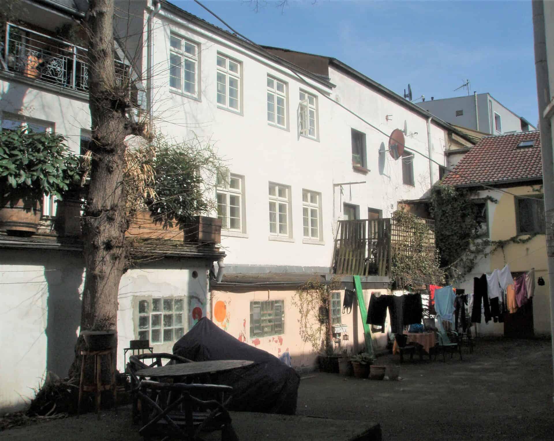St. Pauli Hinterhof - Foto: Hartmut Roderfeld