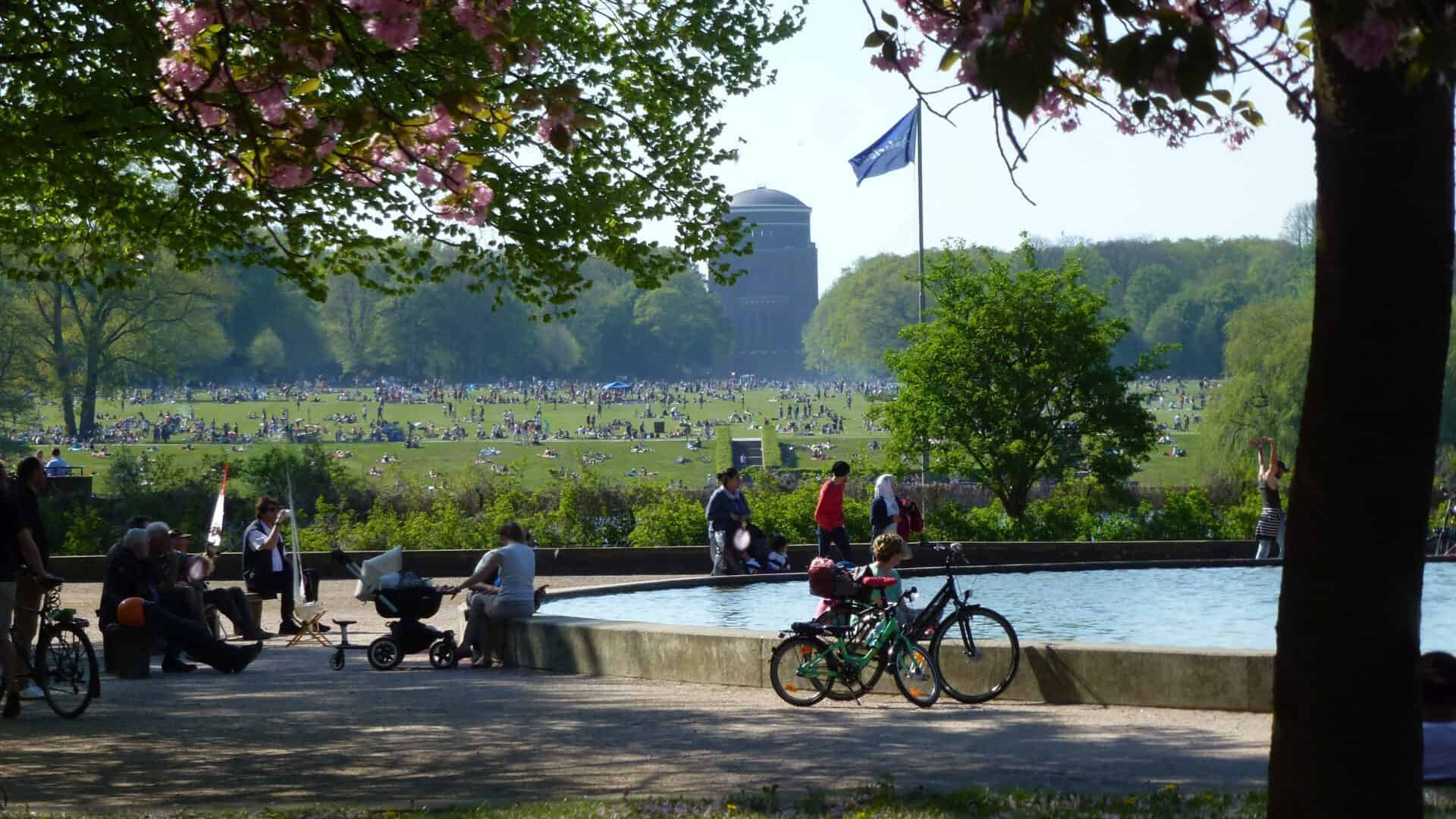 City Park Lake and Great Festival Meadow - Photo: Rainer Schneehorst