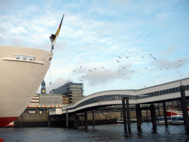 Überseebrücke Hamburg - Foto: Von Emma7stern - Eigenes Werk, CC BY 3.0, https://commons.wikimedia.org/w/index.php?curid=17862632